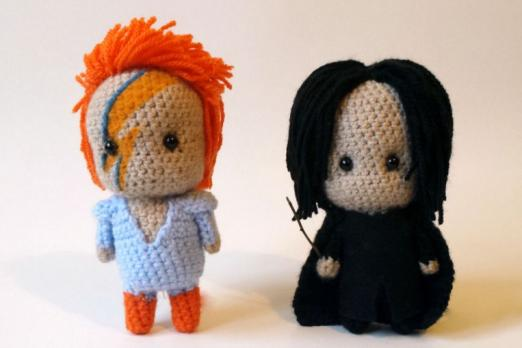 A David Bowie Alan Rickman Fan Just Crocheted A Tribute To The