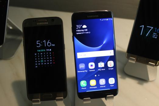 samsung galaxy s7 release date. samsung galaxy s7 and with always on display edge unlocked to home screen. fionna agomuoh release date